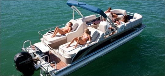 Amazing Elite Patio Boat With Rearward Facing Seats With People Having Fun Bass  Lake Boat Rentals